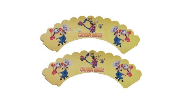 Minions Cupcake SüsüMinyonlar Kek Kabı Ürün ÖzellikleriÜrün Paketinde 10 Adet Minions Kek kalıbı süsü bulunur.Karton Minions Kek Sargıları Kaliteli baskı ve canlı renktir.Kap kek süsü keklerinizin etrafına sarılarak kullanılır.Minions Doğum günü konseptine uygun mükemmel bir üründür. Çılgın Hırsız P