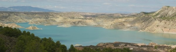 Embalse de Algeciras is a stunning man-made lake in the Sierra Espuna in Murcia.