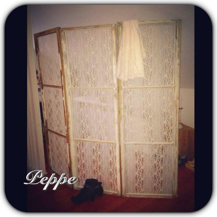 Min skärmvägg jag gjort av tre gamla fönster. Shabby Chic Lace