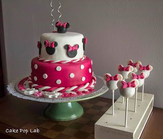 Minnie cake with Minnie cake pops