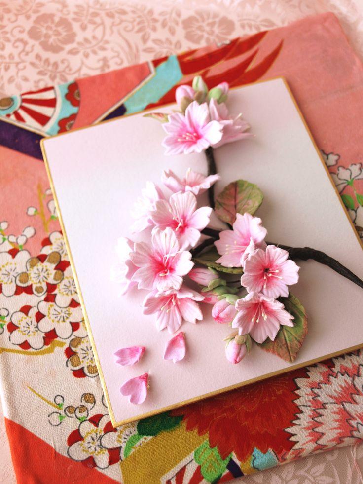 日本を感じるものを 海外の方のお土産にしたい  と、リクエストいただきました  こちらはガラスの額に入れました。 色紙にクレイアートの桜 背景には本物の着物を貼りつけました*お問い合わせは*claydesign2000@gmail.com