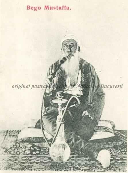 BU-F-01073-5-00396-14 Bego Mustaffa, turc din Ada Kaleh, fumând narghilea, s. d. (sine dato) (niv.Document)