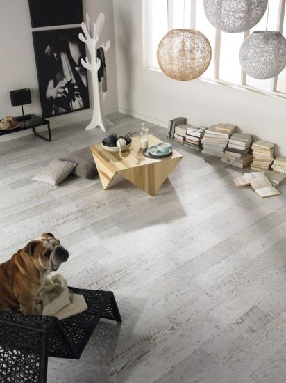 Dit mooie laminaat in een verouderde look is verkrijgbaar in extra brede planken van ruim 33 cm. Door Karin