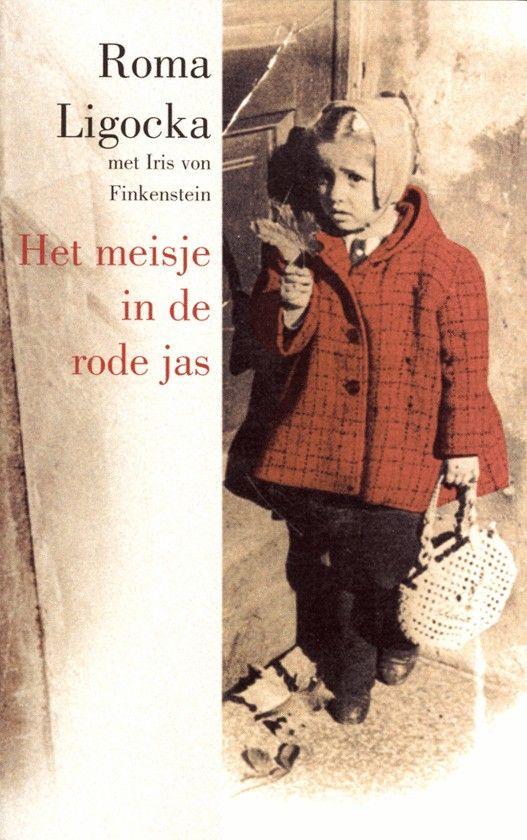 Roma Ligocka kan met haar moeder het getto van Krakau ontvluchten en vindt een onderduikadres bij een Poolse familie omdat die geroerd is door deze 'kleine aardbei'. Met valse papieren en blond geverfd haar overleeft zij de holocaust. Evenals haar moeder en haar neef, de latere cineast Roman Polanski. In dit boek vertelt zij op pijnlijk eerlijke wijze haar levensverhaal. Zij beschrijft de verschrikkingen gezien door de ogen van een klein meisje en schetst een indrukwekkend