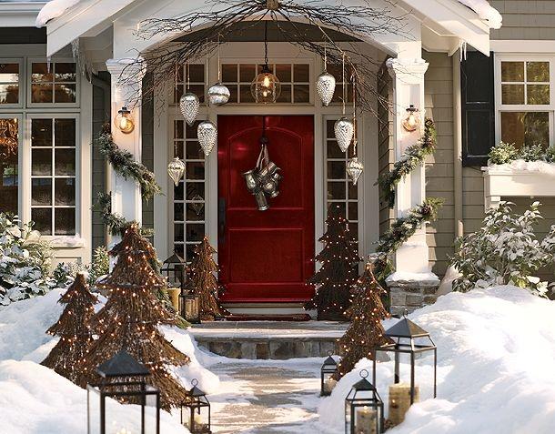 Christmas entrywayRed Doors, Decor Ideas, Front Doors, Christmas Front Door, Christmas Porches, Christmas Decor, Pottery Barn, Holiday Decor, Front Porches