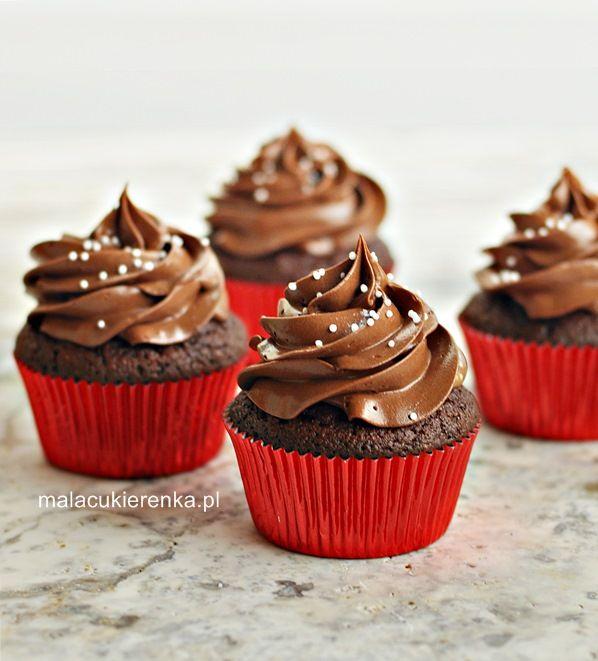 Babeczki piernikowe z miodem i kremem czekoladowym