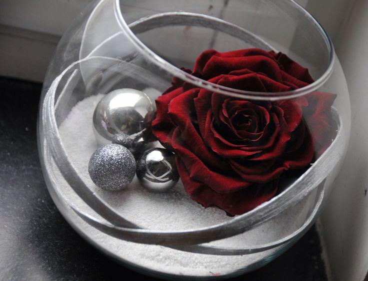 montage dans vase rond avec rose stabilis e pinterest. Black Bedroom Furniture Sets. Home Design Ideas