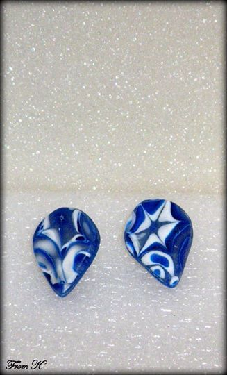 Winter Star raindrop stud earrings. These earrings have been created by using the mokume gane technique. The result is unique which never repeats itself. Marbled by hand. The design is modern, so it can be worn with both casual and formal outfits. About 2 cm long 10.00 Ron