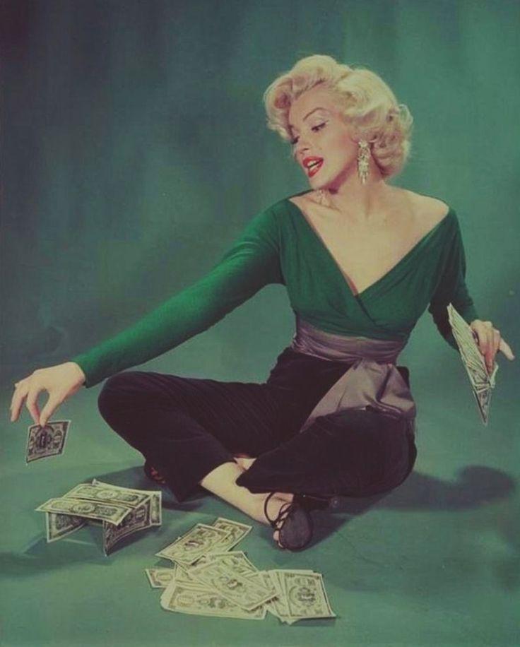"""1953 / af John FLOREA ... Salgsfremmende Fotos til """"Gentlemen foretrækker blondiner""""."""