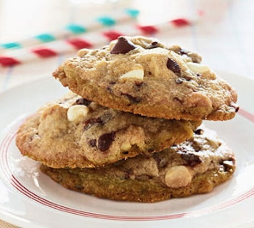 """Michelle Obama's White and Dark Chocolate Chip Cookies: """"Every evening, Barack and I sit down for a family dinner with good conversation and healthy food,"""" Mrs. Obama wrote. """"If we want to splurge, these White and Dark Chocolate Chip Cookies, created by the girls' godmother, are the perfect special treat.""""  (The original link is broken. Here is another one http://www.familycircle.com/recipe/mama-kayes-white-and-dark-chocolate-chip-cookies/ #Cookies #Chocolate_Chip #Michelle_Obama"""