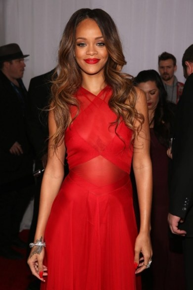 Grammy Awards 2013 Red Carpet: Hunger Games, Midnight in Paris