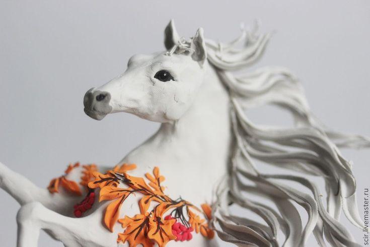 Купить или заказать фигурка 'лошадка-осень' (осенние листья, рыжие листья, осень) в интернет-магазине на Ярмарке Мастеров. Фигурка серой лошади сделана из лёгкого и приятного на ощупь материала - бархатного пластика. Не смотря на динамичную позу, фигурка устойчива: опора на хвост и две задние ноги. Можно заказать лошадку не только в этом цвете, но и в других цветах (чёрный, белый, зелёный, розовый, оранжевый, жёлтый, коричневый, сиреневый, салатовый, голубой, золотой, серебряный и дру...