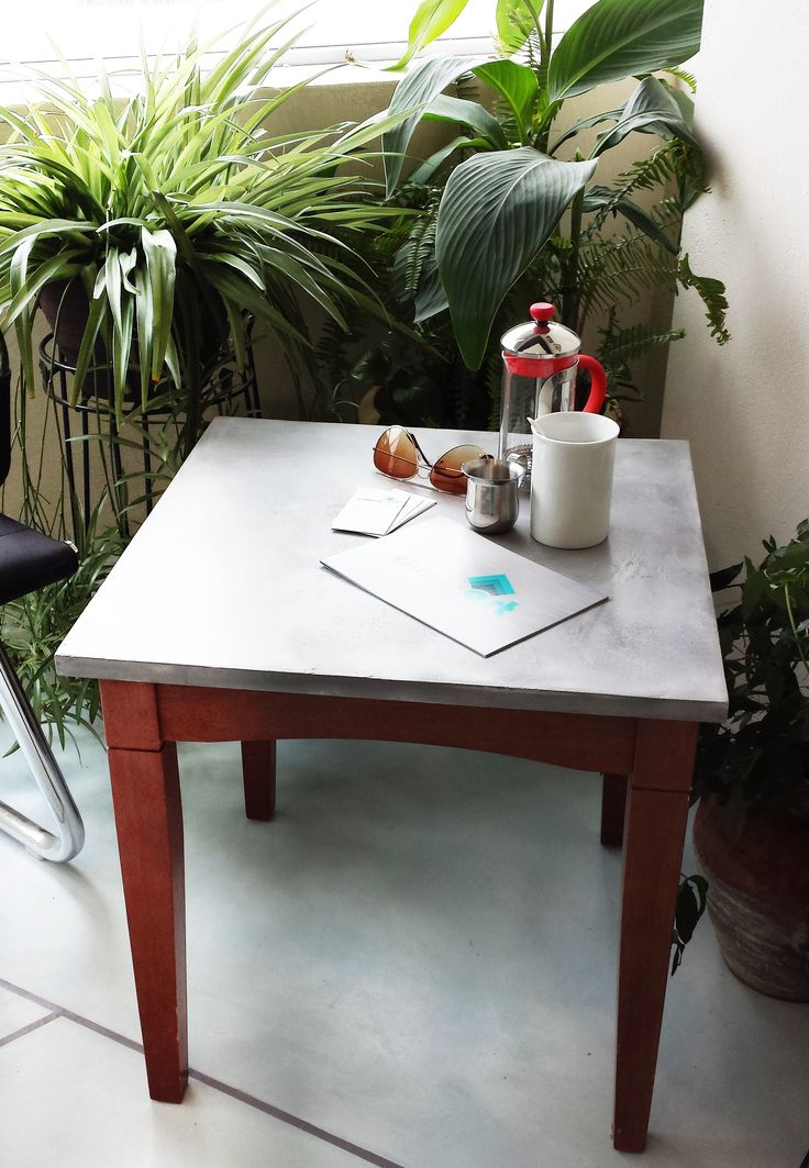 Table made with Micro -concrete