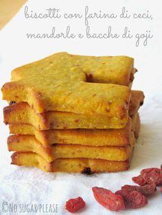 Biscotti con farina di ceci, mandorle e bacche di goji