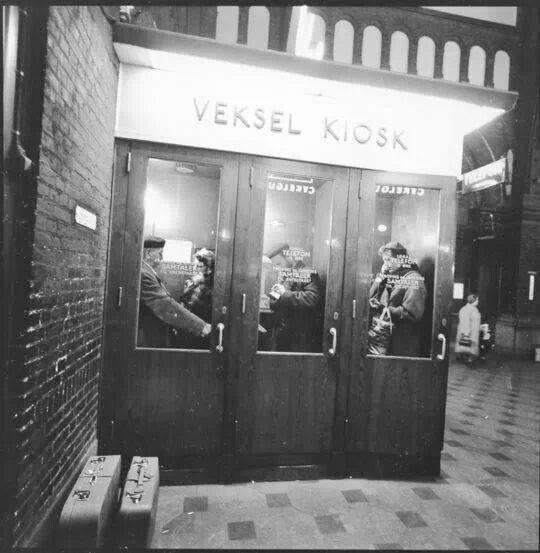 Telefonkiosk på Hovedbanegården 1954