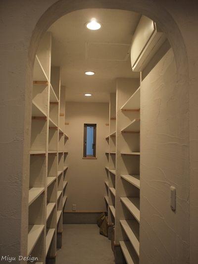 玄関土間横の納戸1