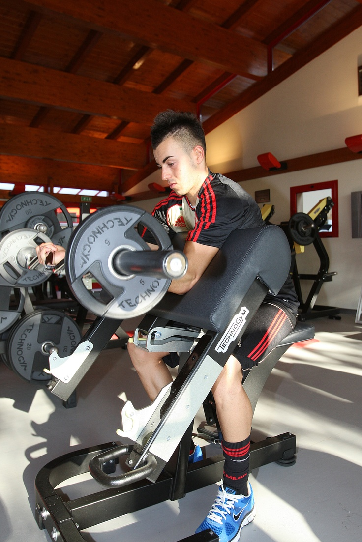 The Milan football player El Shaarawy trains with Purestregth at Milanello gym.