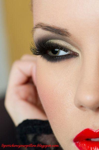smokey eye - bright lip
