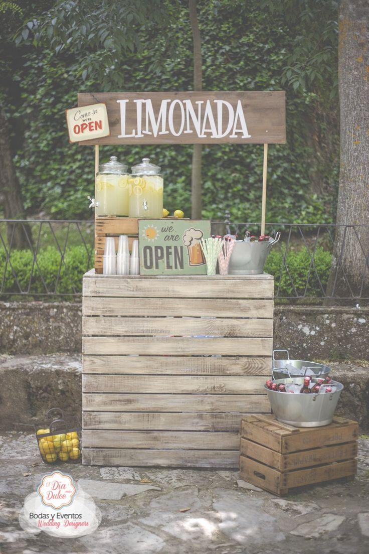 Boda en verano? Seguro que tus invitados agradeceran una limonada fresquita mientras esperan empezar la ceremonia http://ideasparatuboda.wix.com/planeatuboda #weding #boda #mariage