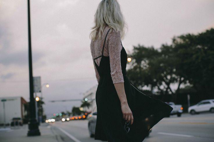 """""""Voici Collective, le tout nouveau journal Urban Outfitters. Pour notre premier numéro, nous avons posé nos valises dans ce paradis pastel qu'est Miami. Embarquez votre crème solaire (imaginaire) et venez découvrir la nouvelle collection, rencontrer nos mannequins et vous imprégner de l'ambiance de notre photoshoot."""" Urban Outfitter  http://lesgarconsenligne.com/2014/04/14/collective-the-u-o-journal/"""