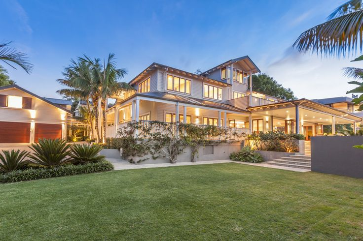 Our Extraordinary Property of the Day is the resort style residence at 48 Hamilton Road in Auckland. The tropical feeling of this private yet elegant family home instantly relaxes you as you make your way along the palm tree-lined driveway.   www.nzsothebysrealty.com/NZE10230