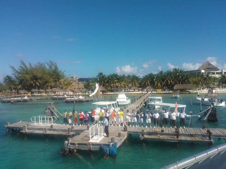 El mejor resibimiento, en yate, Isla Mujeres, Cancún, Quintana Roo, México.