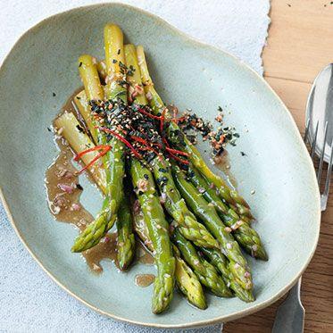 Grüner Spargelsalat mit Sesamöl-Vinaigrette