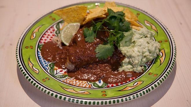 Mexicaanse Mole. Wel iets minder chocolade toevoegen dan in het recept.