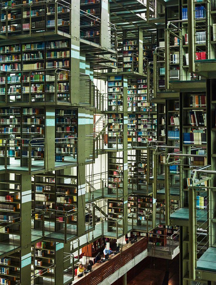 La Biblioteca Vasconscelos a Città del Messico /// The Vasconscelos library in Mexico City • Photo Adrian Gaut