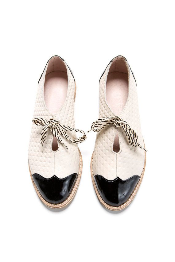 Sale 30% off Oxford flat shoes white and black por ImeldaShoes