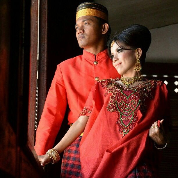 #instamakassar #bajubodo #jastutup #traditionaldress #red #prawedding - @tasya_chia- #webstagram