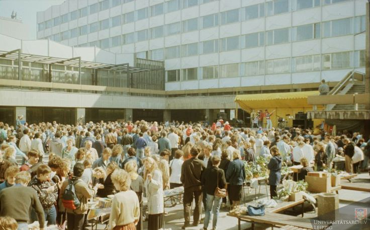 Blick in der Uni-Innenhof, Sommer 1989. Universitätsarchiv Leipzig.