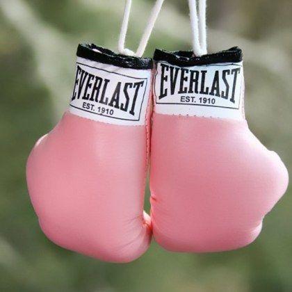 Luvas de boxe rosa da marca everlast