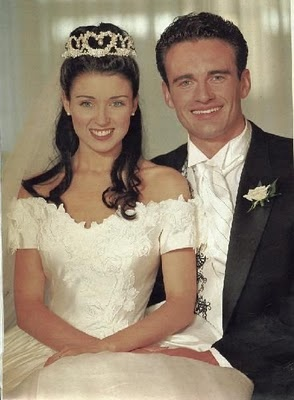 Australian singer-songwrite, actress, and TV personality Dannii Minogue married actor Julian McMahon in Melbourne in 1994.