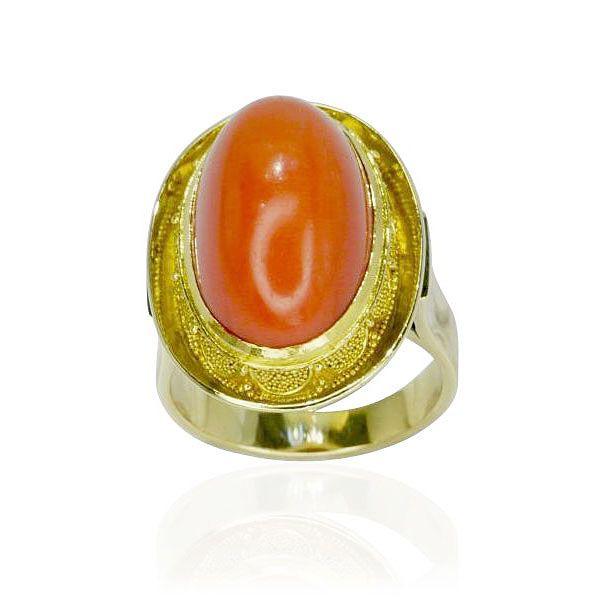 #coral #Koralle  Der #Gelbgoldring mit Korallencabochon ist in einer granulierter Fassung gehalten, was dem #Ring eine edles Aussehen verleiht. Die Ringschine in 14 kt Gelbgold ist glänzend poliert und verjüngt sich im Verlauf nach unten ganz leicht.  Breite: 22,25 mm Legierung: 14 kt Gelbgold Gewicht in Gramm: 9,6 Ringmaß: 50  http://schmuck-boerse.com/ring/141/detail.htm  http://schmuck-boerse.com/index-gold-ringe-6.htm