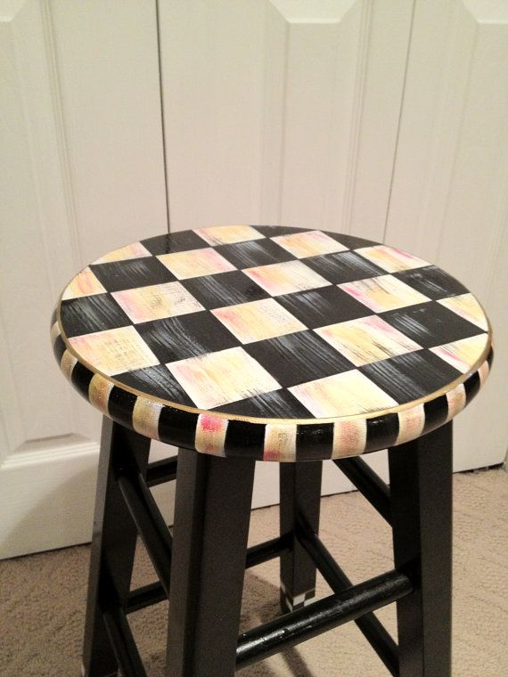 I am so doing this to my old bar stools in the shed!!!!