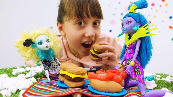 Куклы Монстер Хай, Плей До: игрушки для девочек. На пикник с Кристиной!