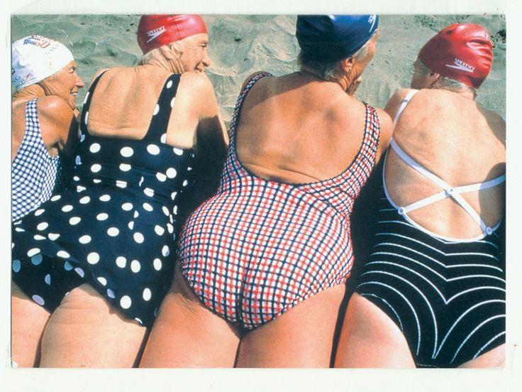 Kaartjes sturen passé? Vier zussen maken er een sport van - nrc.nl