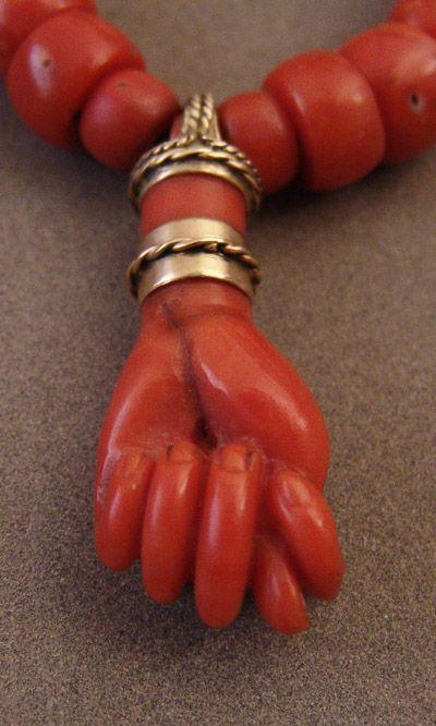 Manufica, sardinian amulet