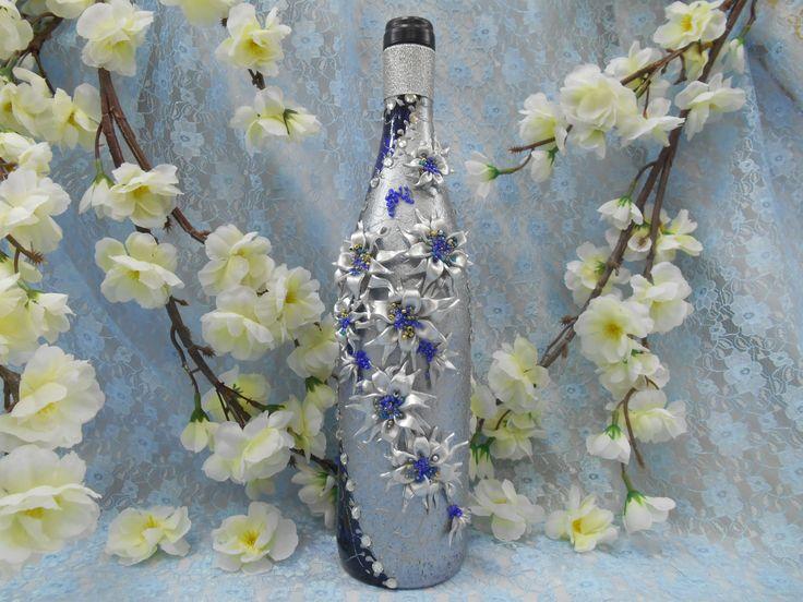 """Подарочная бутылка  вина их коллекции """"На берегу звездопада"""".Декор: часть бутылки покрыта серебром  с глиттером, цветы-звезды  из серебряной пластики  с  бисером синего, голубого и серебряного цветов,стразы синие и зеркальные.#праздник #подарок #декор #синий #серебро #лепка #ручнаяработа #soprunstudio"""