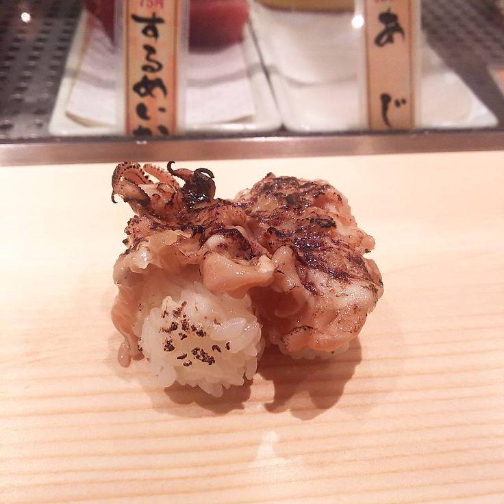 いいね!80件、コメント3件 ― rosa49さん(@rosa.49)のInstagramアカウント: 「何だかんだこのジャンクな感じがとても好き #立ち寿司 #寿司ネタ #焼きげそマヨネーズ よく挟みます #立ち寄り #吉祥寺 #魚がし日本一 #ゲソマヨ #japanesefood #sushi…」
