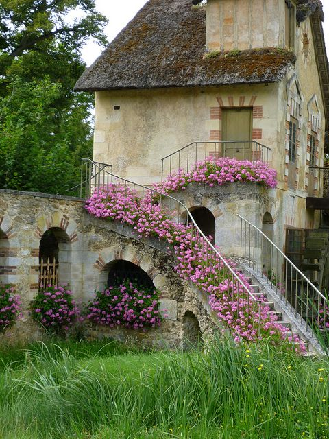 One of the buildings of Marie Antoinette's private hamlet at the Petit Trianon...lovely:)