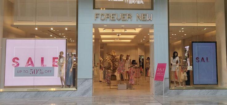 Top retail fashion brands invest in digital displays