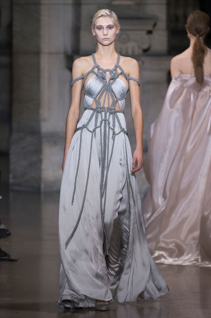 Yiqing Yin Spring 2016 Couture Fashion Show  Another very GOT look  http://www.vogue.com/fashion-shows/spring-2016-couture/yiqing-yin/slideshow/collection#22  http://www.theclosetfeminist.ca/