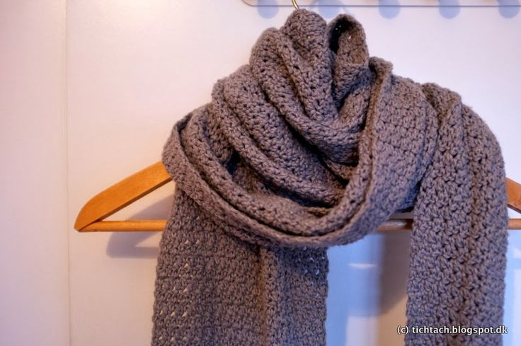 Free Pattern: Long Crochet Scarf in a simple up and down stitch #tichtach #crochet #scarf #pattern