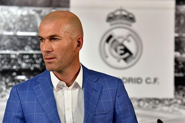 Zinedine Zidane, entre la estrategia del fútbol y el modelaje