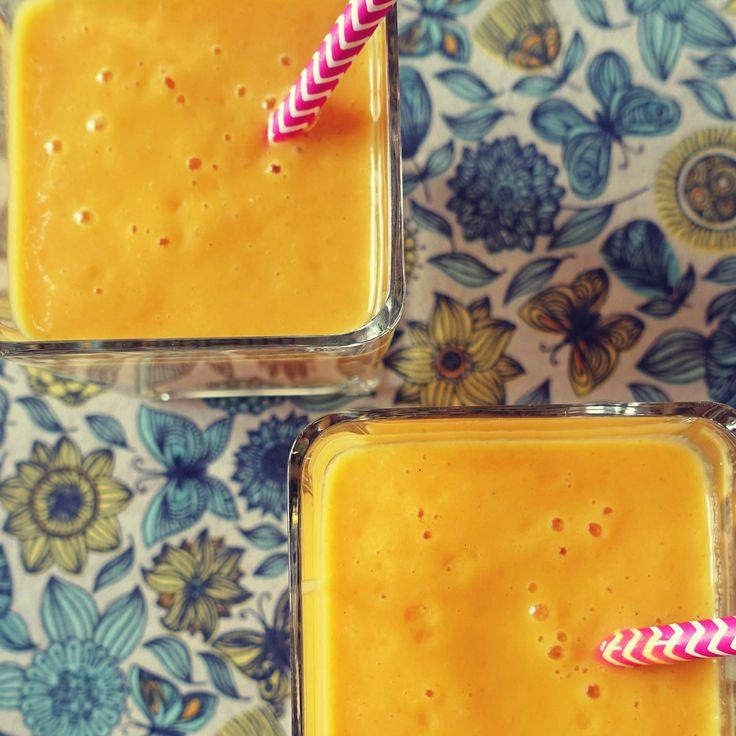 Pyszny paleo koktajl mango z dodatkiem przeciwzapalnej kurkumy. Super zdrowy i super pyszny.
