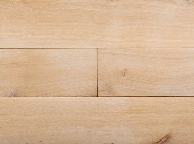 As matte as matte can get, but with a white wash added. A nearly raw feeling is enjoyed on this X-Matte Oak.
