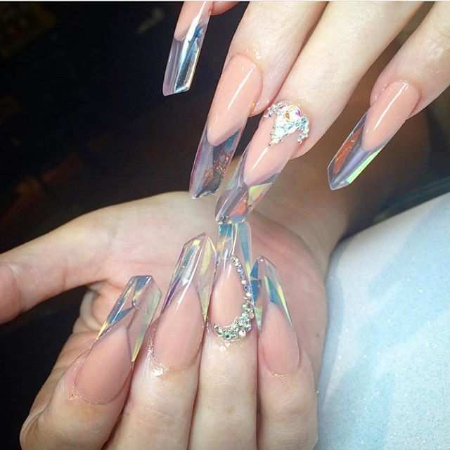 Presenting prism edge nails. It's a new nailart trend that makes your nails look like massive chunks of crystal.  The trend for manicures is essentially a twist on an existing weird nail art technique called edge nails, which involves adding acrylic powder or gel to create a heavily angled shape. A unique look for your nails this summer