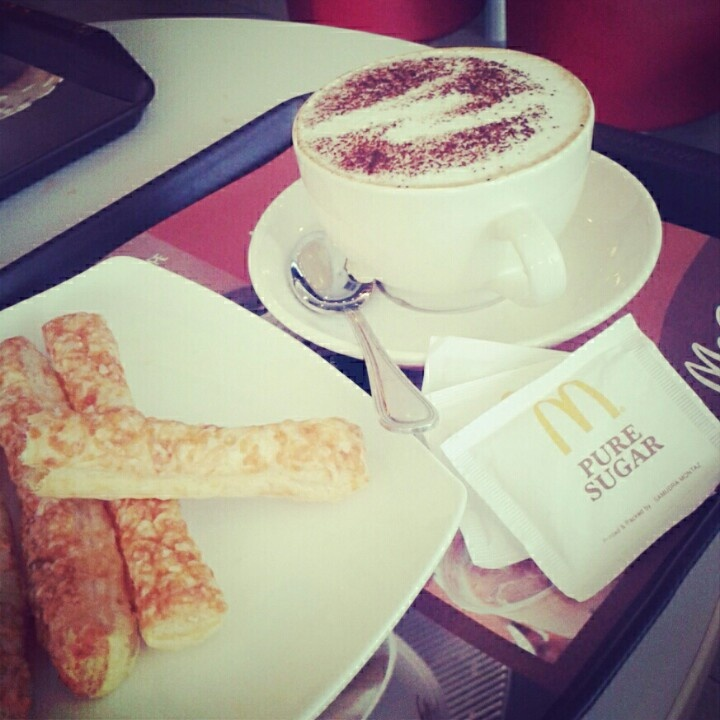 Hot cappuci'm'o with cheese finger.. yum :)